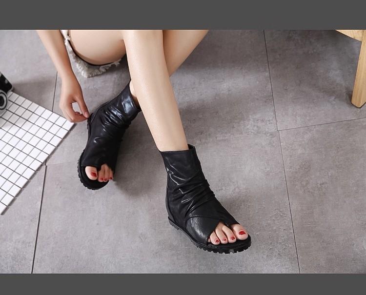 Giày boost xỏ ngón chiến binh