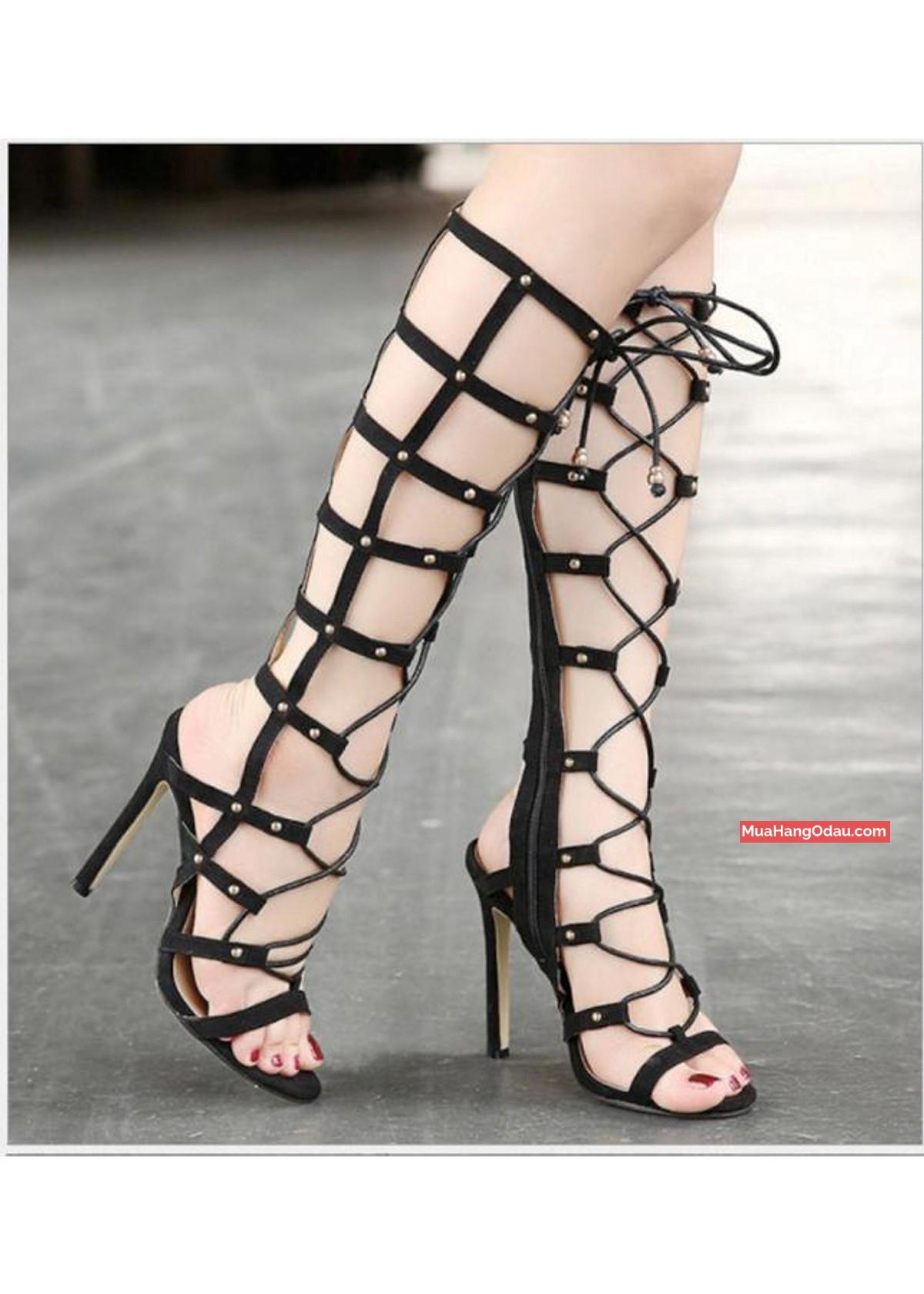 Giày sandal cao gót chiến binh cột dây ngang gối.