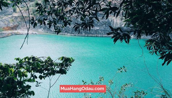 Hồ-Đá-Xanh