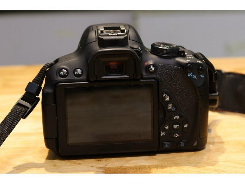 Máy ảnh Canon EOS 700D Lens EF-S 18-55mm 3,5-5.6 IS II